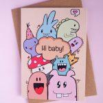 gender neutraal geboortekaartje met tekst 'hi baby'
